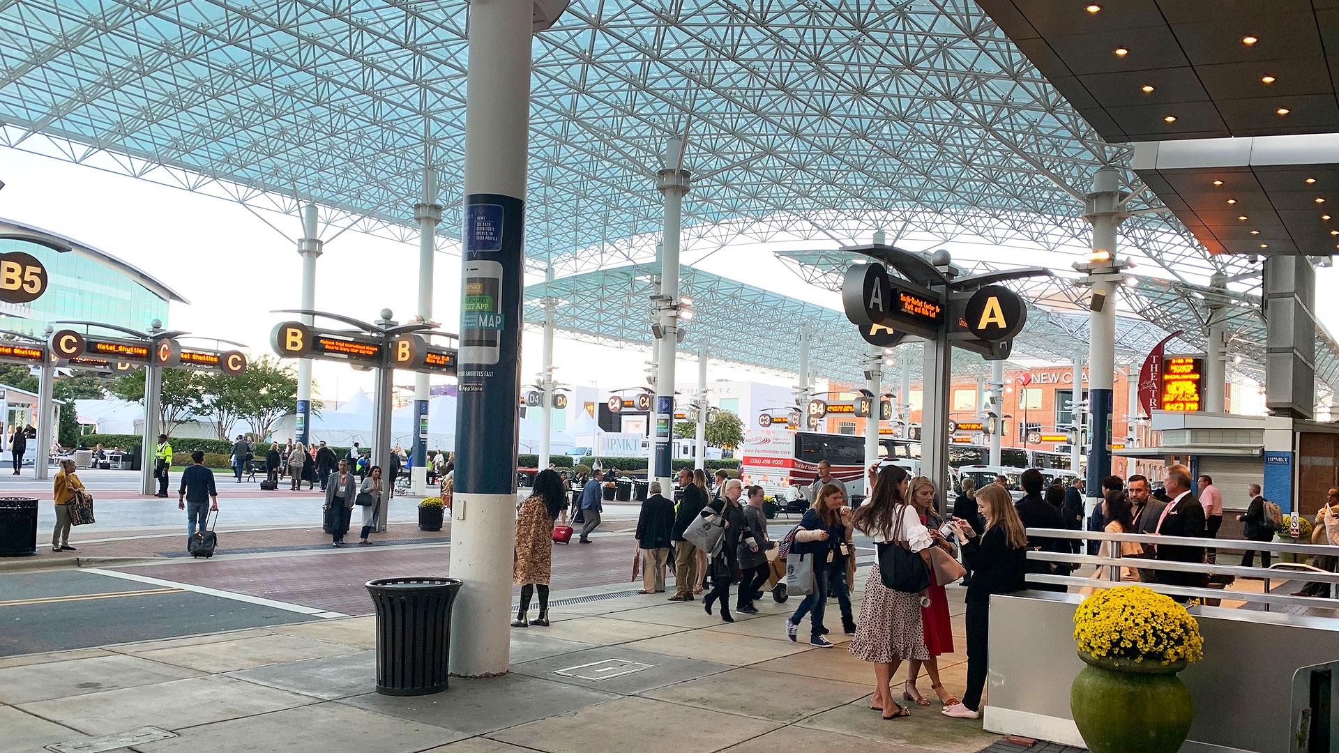 アメリカの家具の国際見本市、ハイポイントマーケットの中央バスステーションの写真