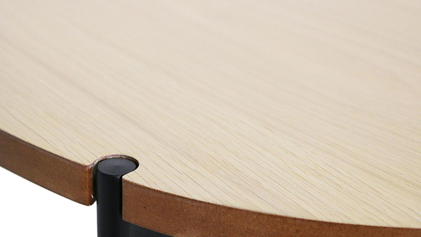 北欧デザインの横幅100㎝のセンターテーブル、カーラの天板のアップの画像