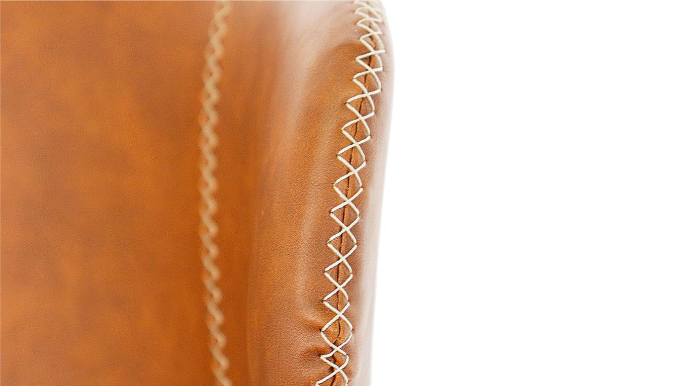 東馬の回転肘付き椅子、アーマーのキャメル色のステッチの画像