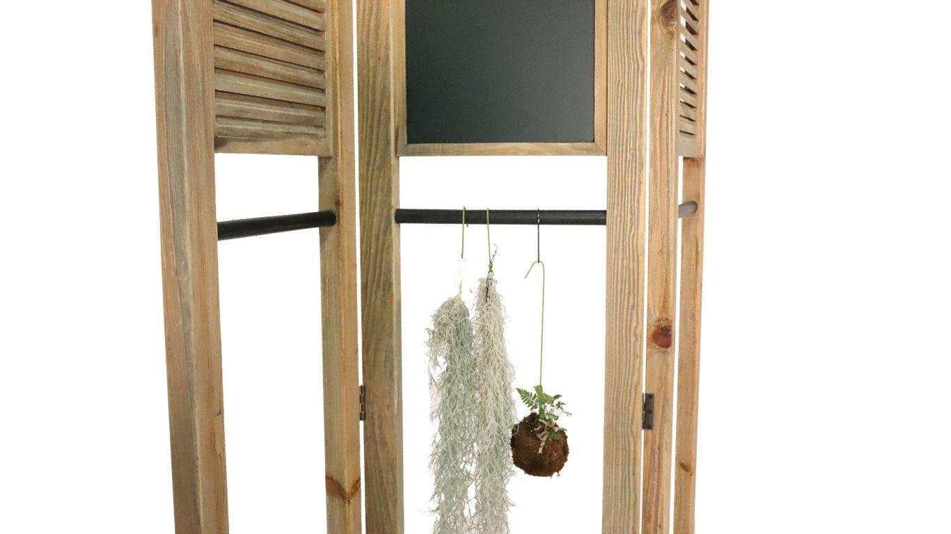 東馬のUP TOWNのパーテーションチョークに観賞植物を吊り下げた時の画像