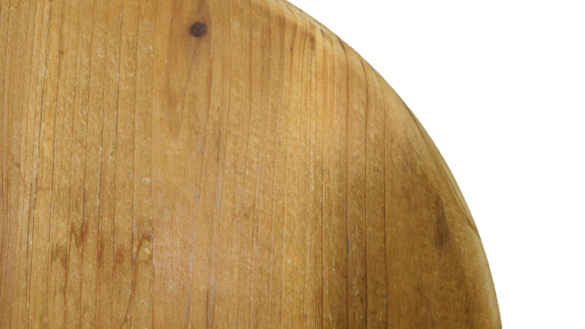 木の丸形の椅子