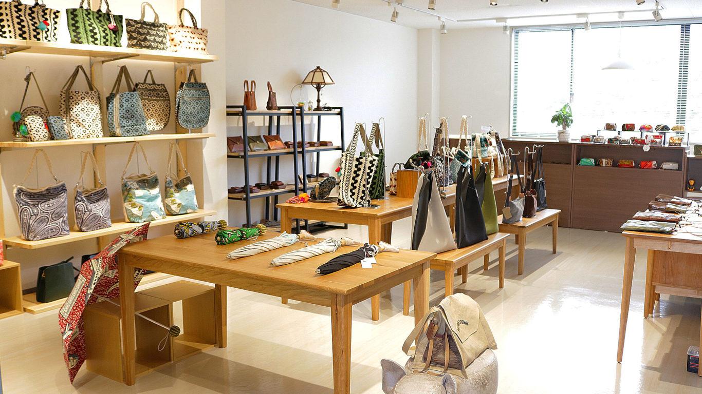 浜松市中区萩岡のWHITE BAGGAGさんの店内画像