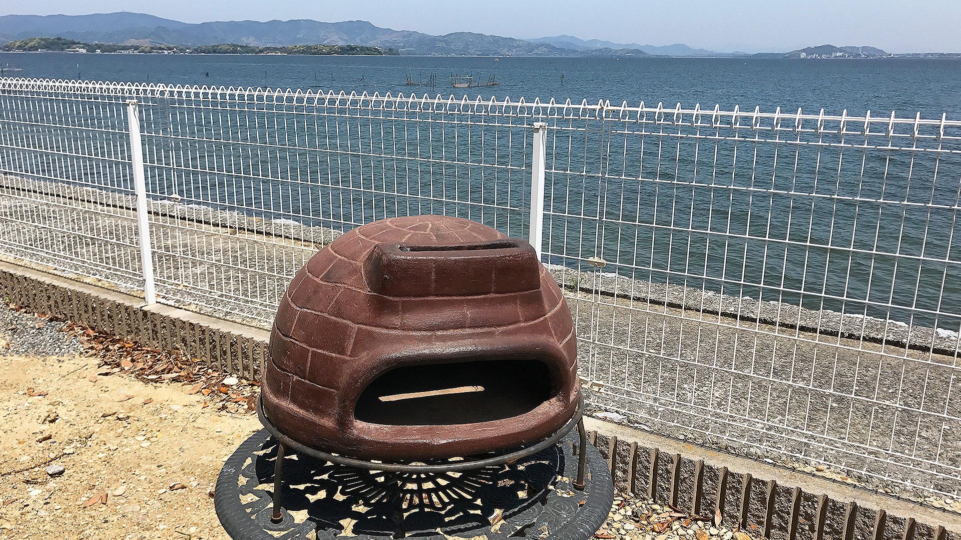 ピザ窯とBBQを海にて