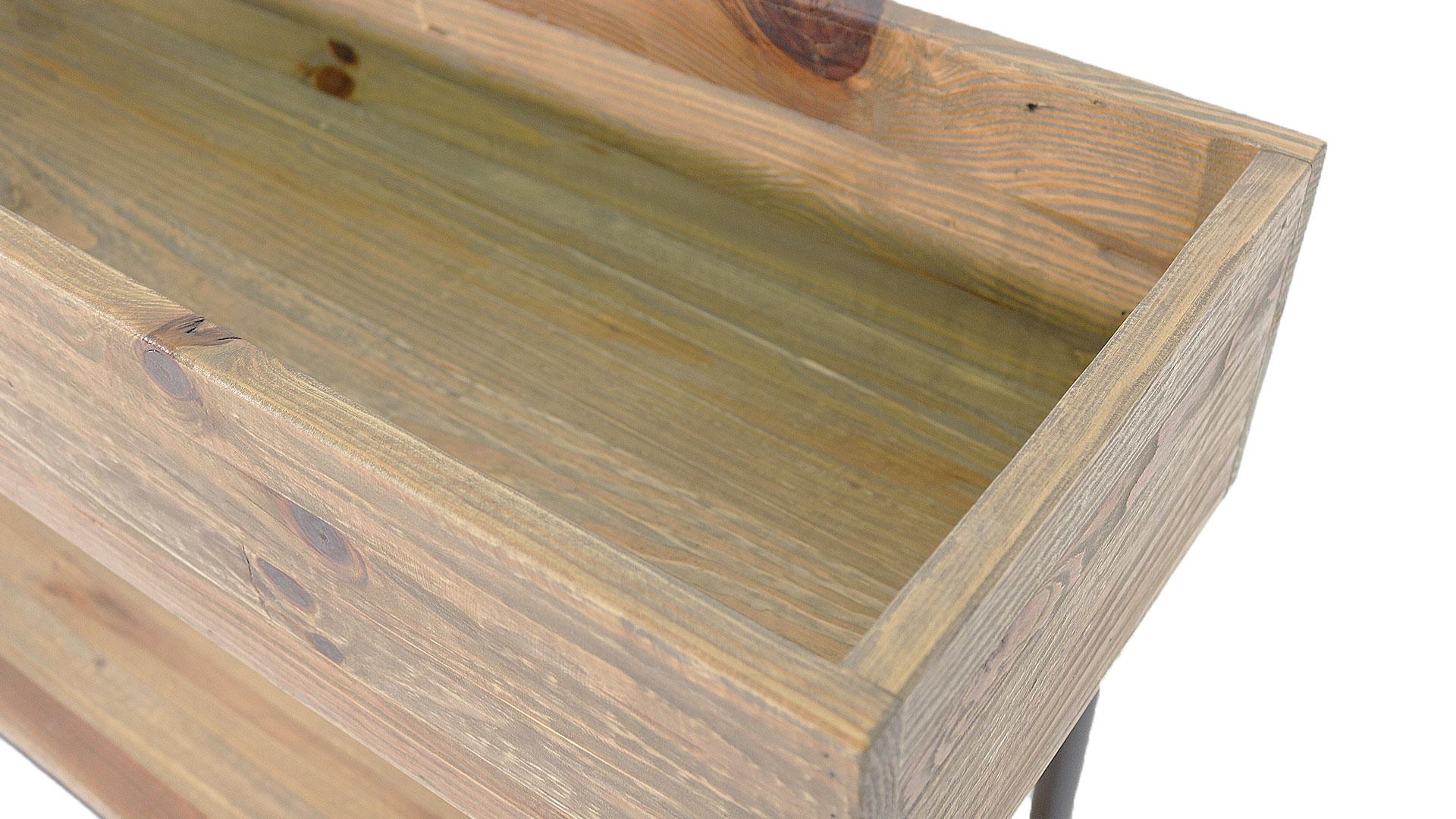 おしゃれな木製のプランターの中の画像