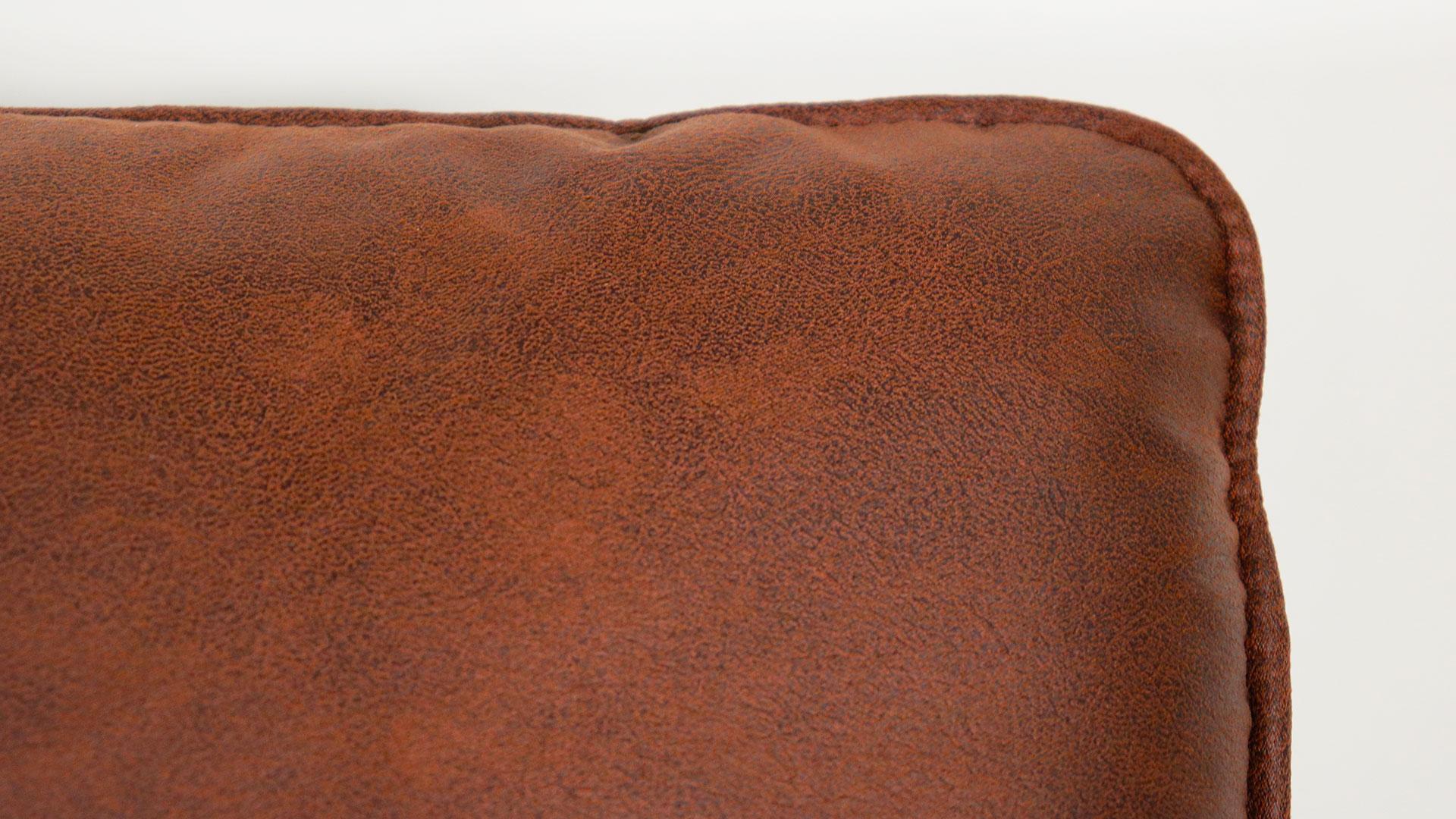 ゆったりと座れるask-inのカウチソファ「モラレス」のクッションの角の画像
