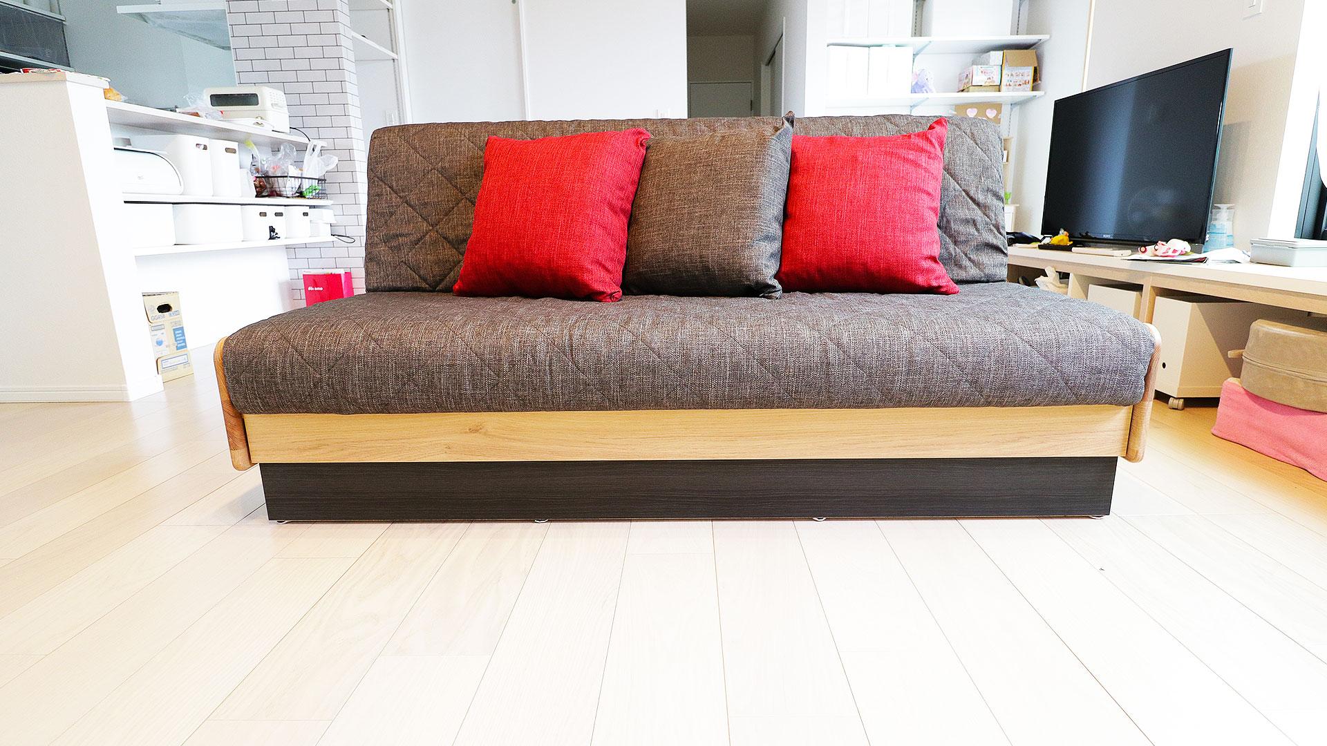 モーブルの横幅160㎝のドロシー。本体の色がNA色でクッションがダークグレーのソファ。正面からの写真