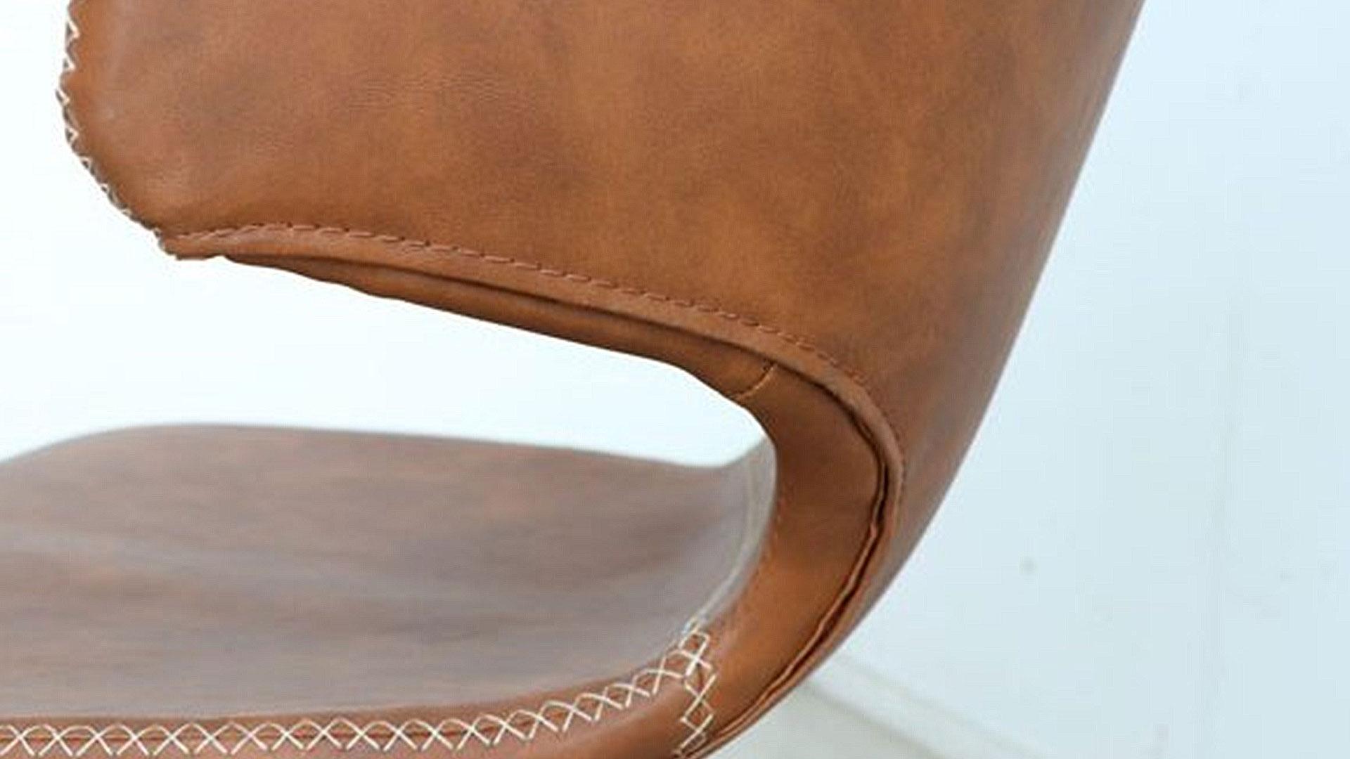 回転チェアのアーマーの曲線が綺麗な座面