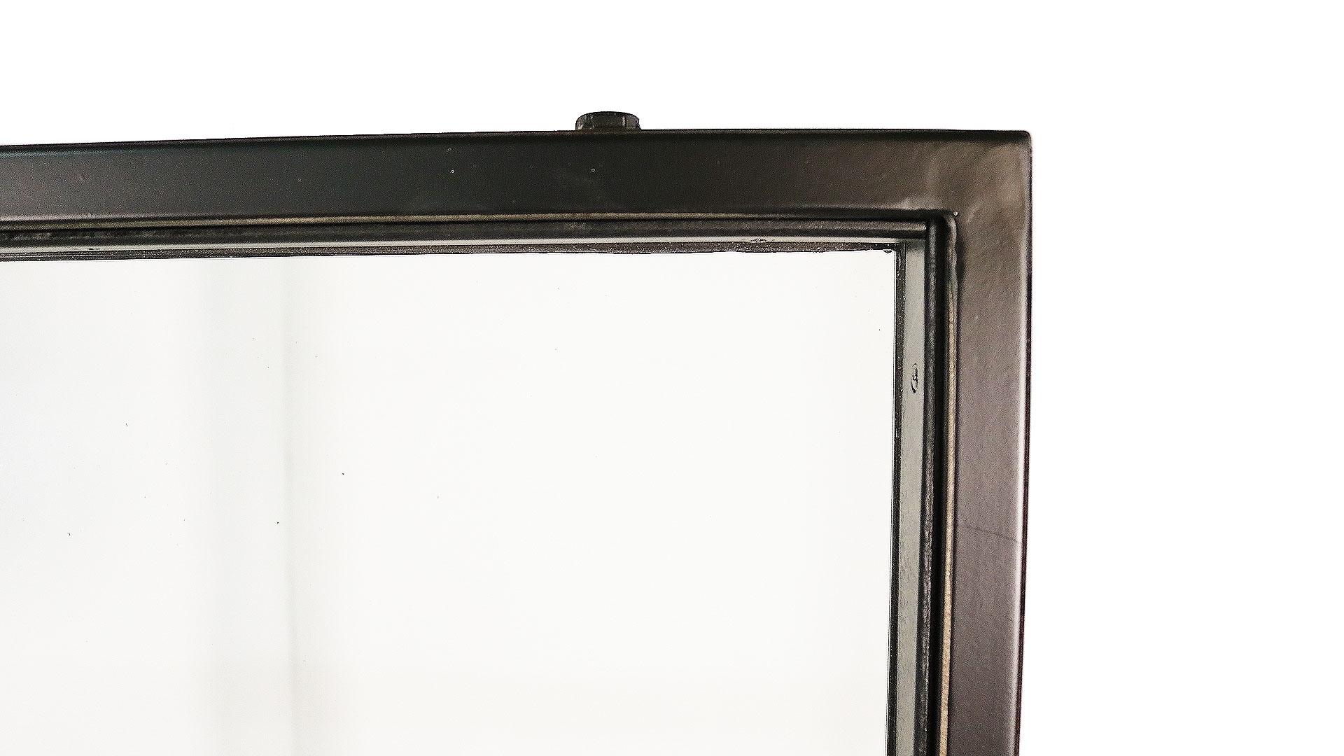 ガラスのパーテーション黒色