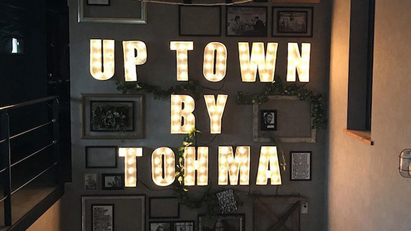 東馬のUP TOWNショールーム入口の画像