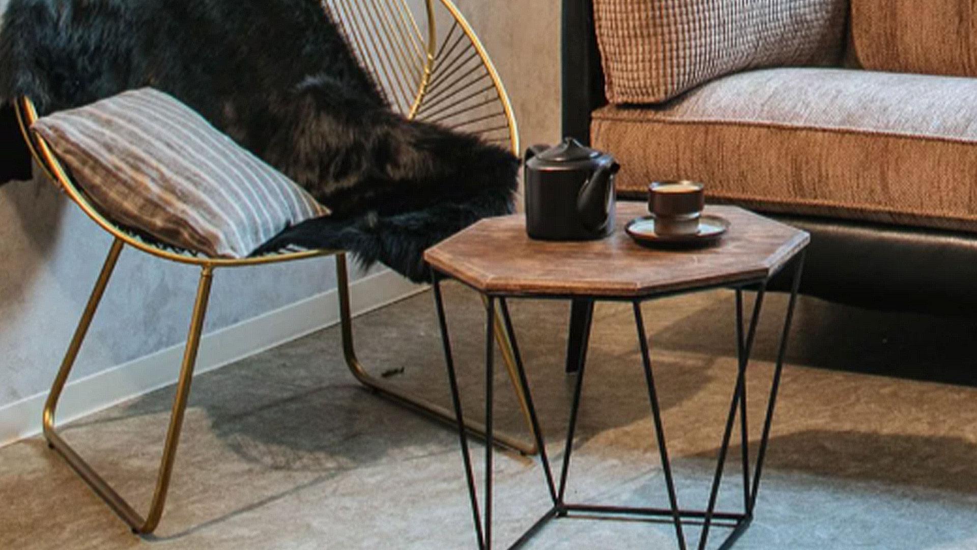 イエノワのアイアンのテーブル