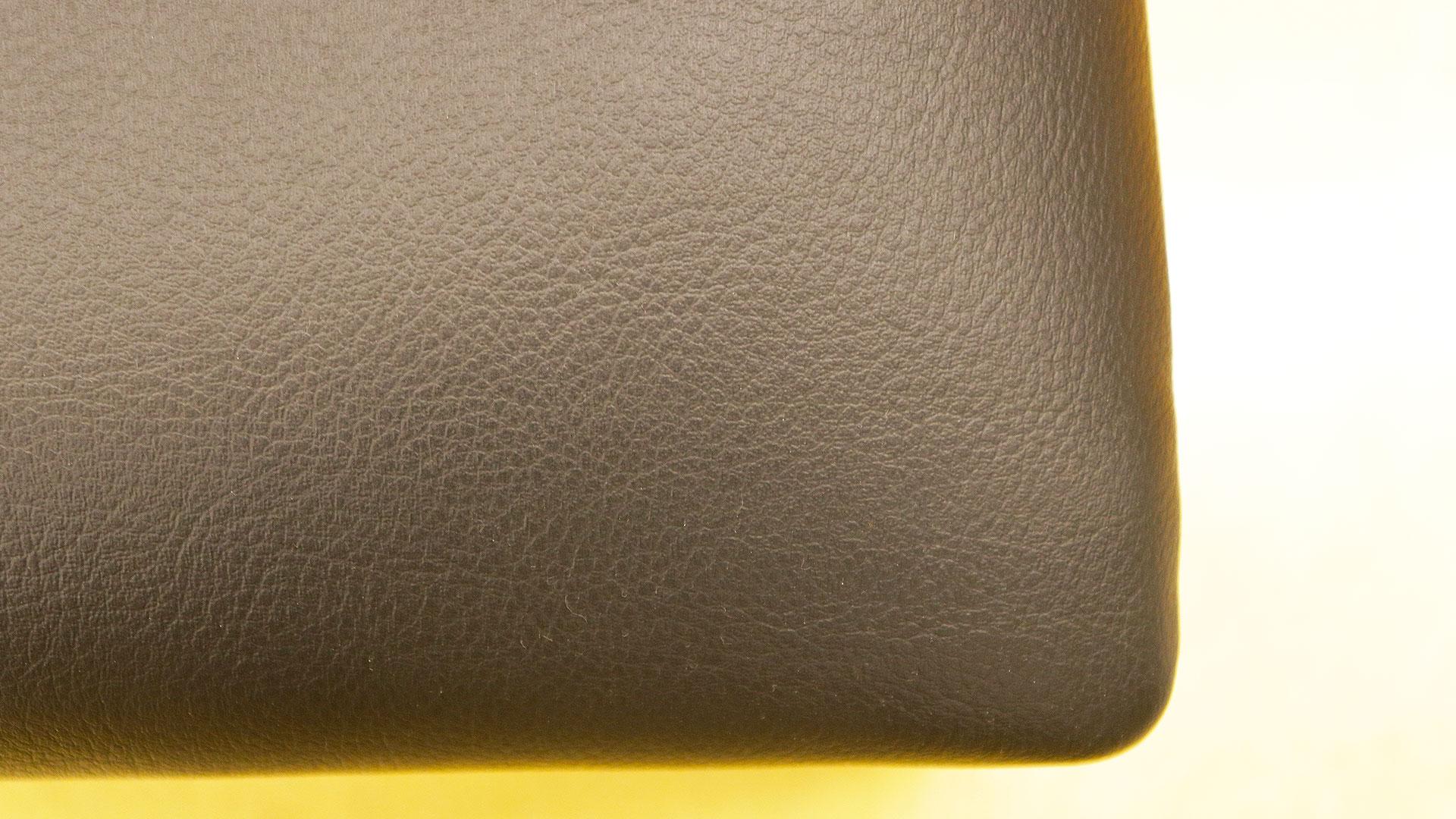 ウォールナットのPUレザーの座面シートの画像