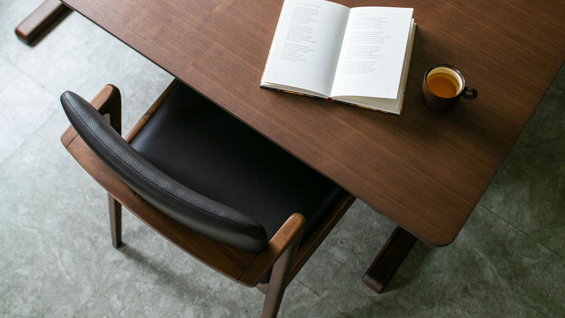 リビンズのダイニングセット「シアトル」のテーブルと椅子のアップの画像