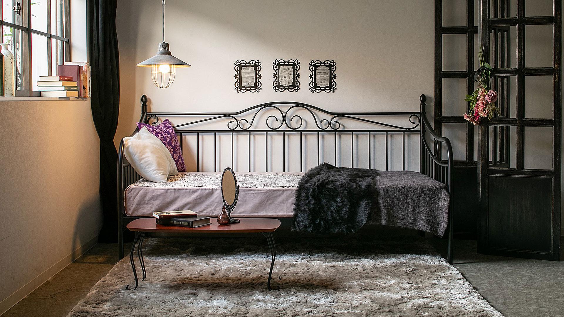 リビンズのベッドフレーム「ビーグル」の展示の画像
