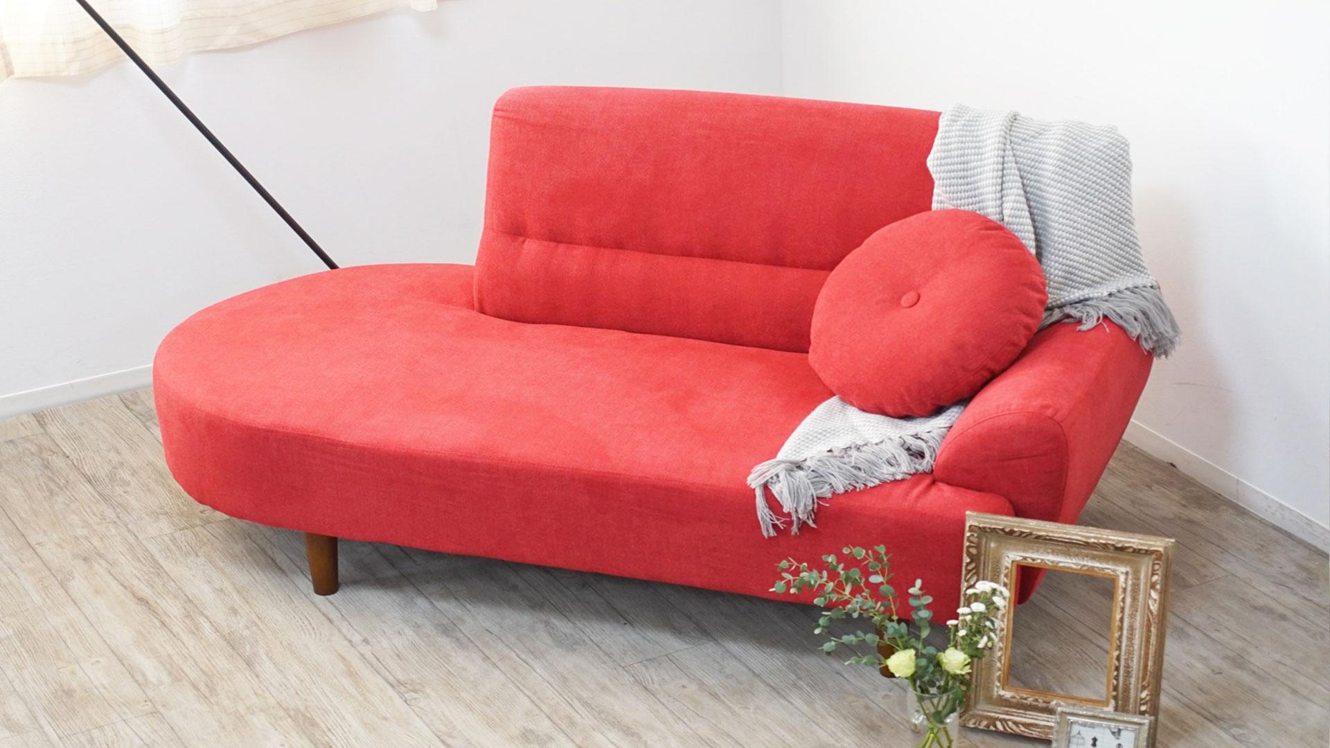 リビンズの2人掛けソファ「マチルダ」の展示