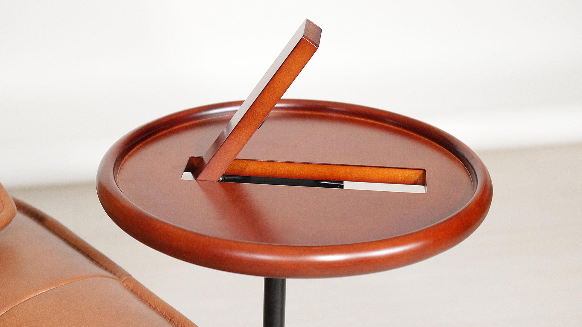 リビンズのリクライニングチェア「カミール」のミニテーブルの画像