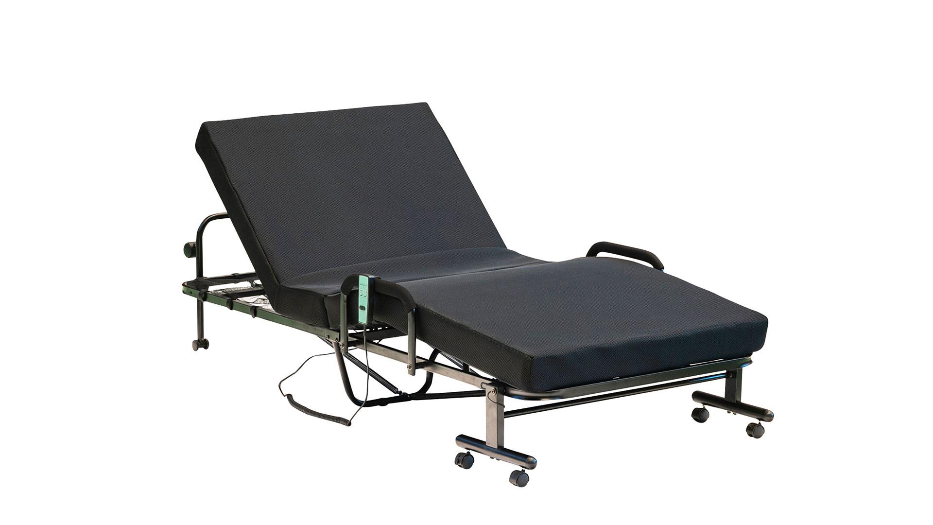 リビンズの折りたたみ電動ベッド「アクセル」の背と足を起こした状態の画像