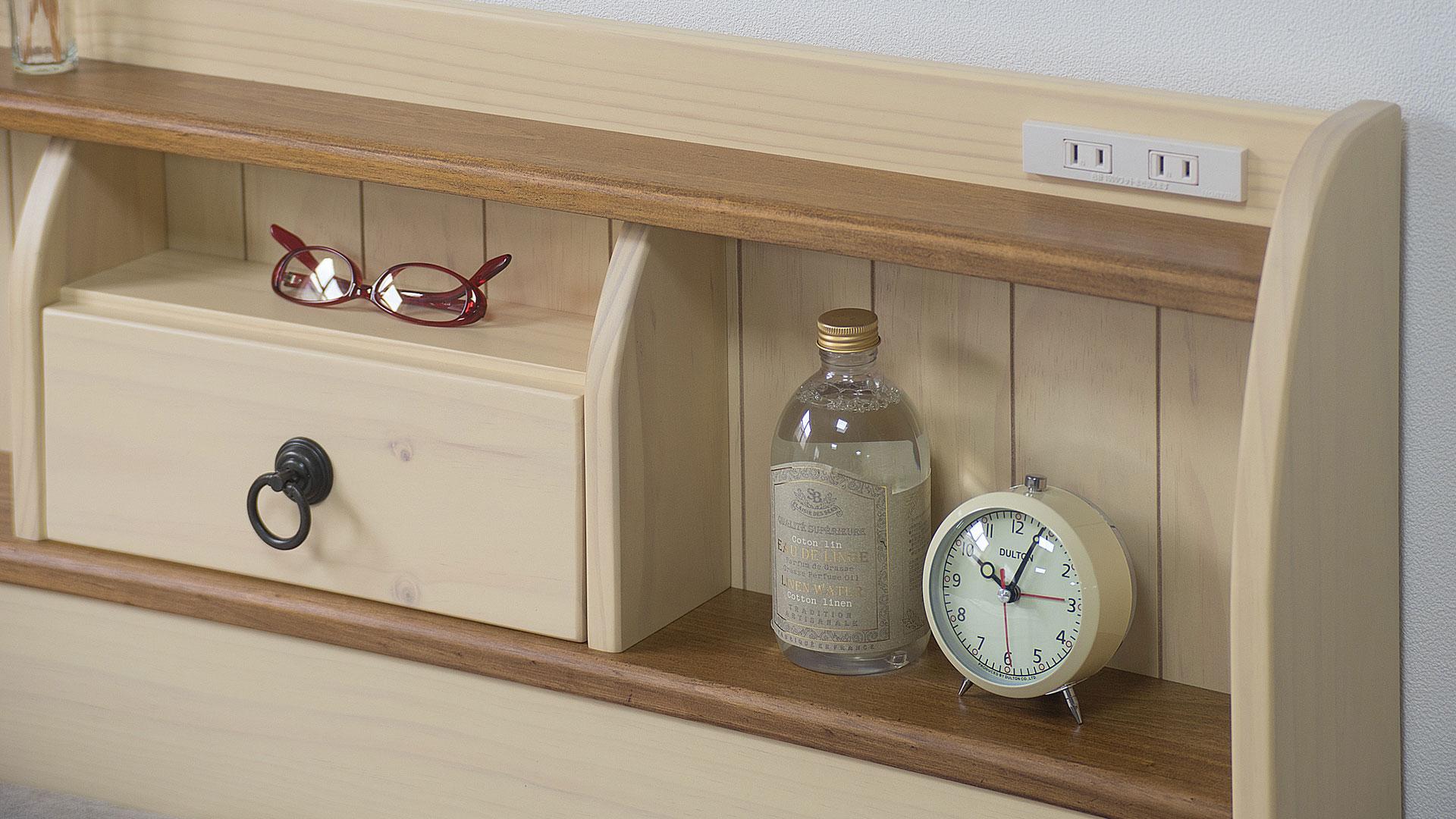 リビンズのベッドフレーム「アンソレイ」のヘッドボードのアップの画像