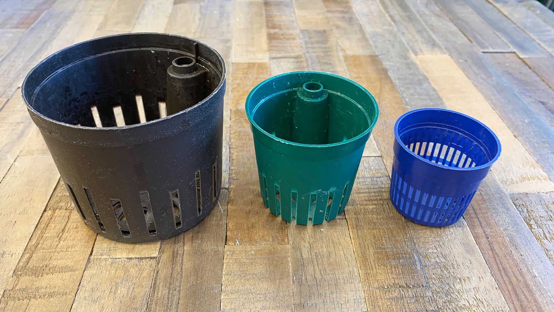 苔玉作りで使用する苗床のスペースを作る為に使用するカップの画像