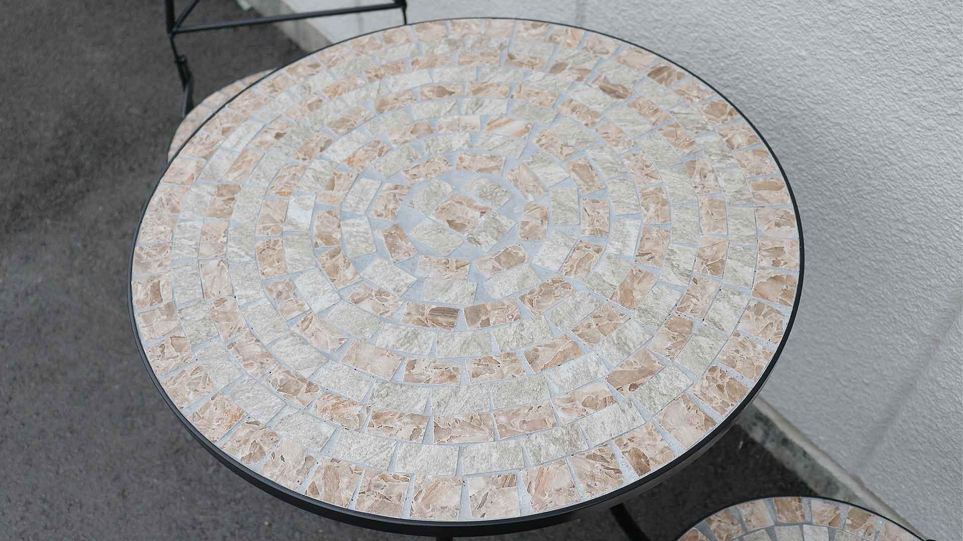モザイクテーブルの天板の画像
