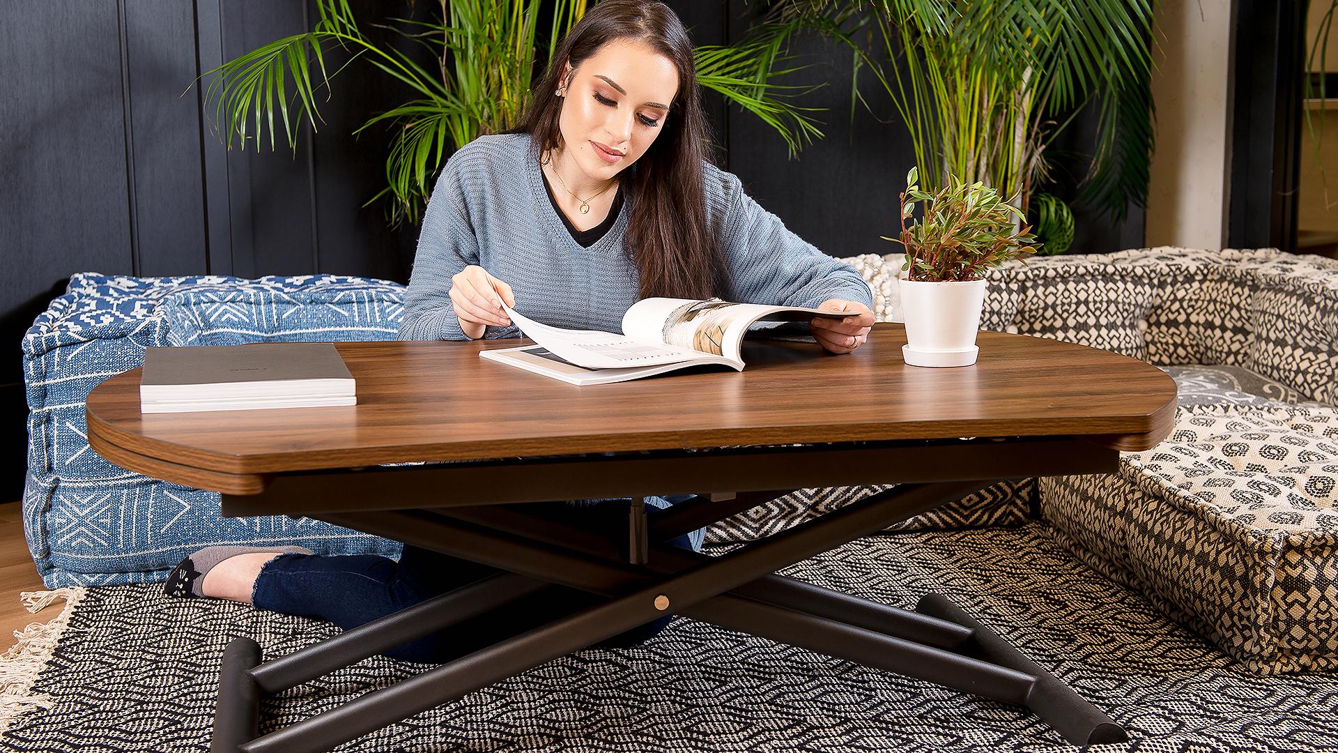 昇降付きのテーブルのお勧めの理由の画像、カーペットやフローリングで直で座り使う時の画像