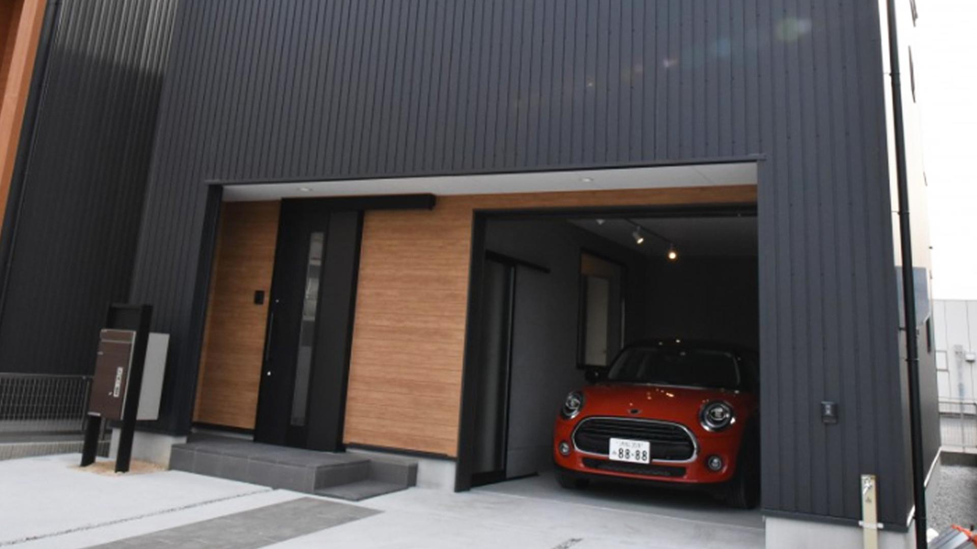 ライフスタイルに合わせて使えるガレージ付きの素敵な一軒屋