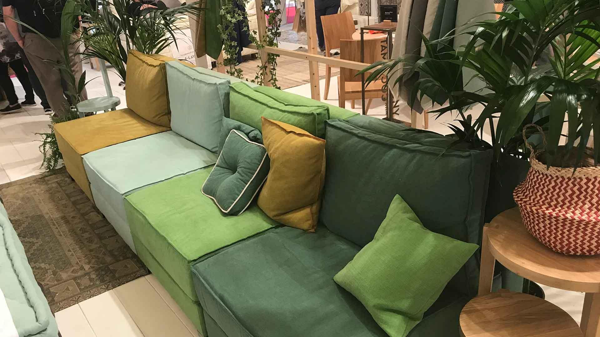 イタリアのミラノサローネのココマットのソファの売り場の画像