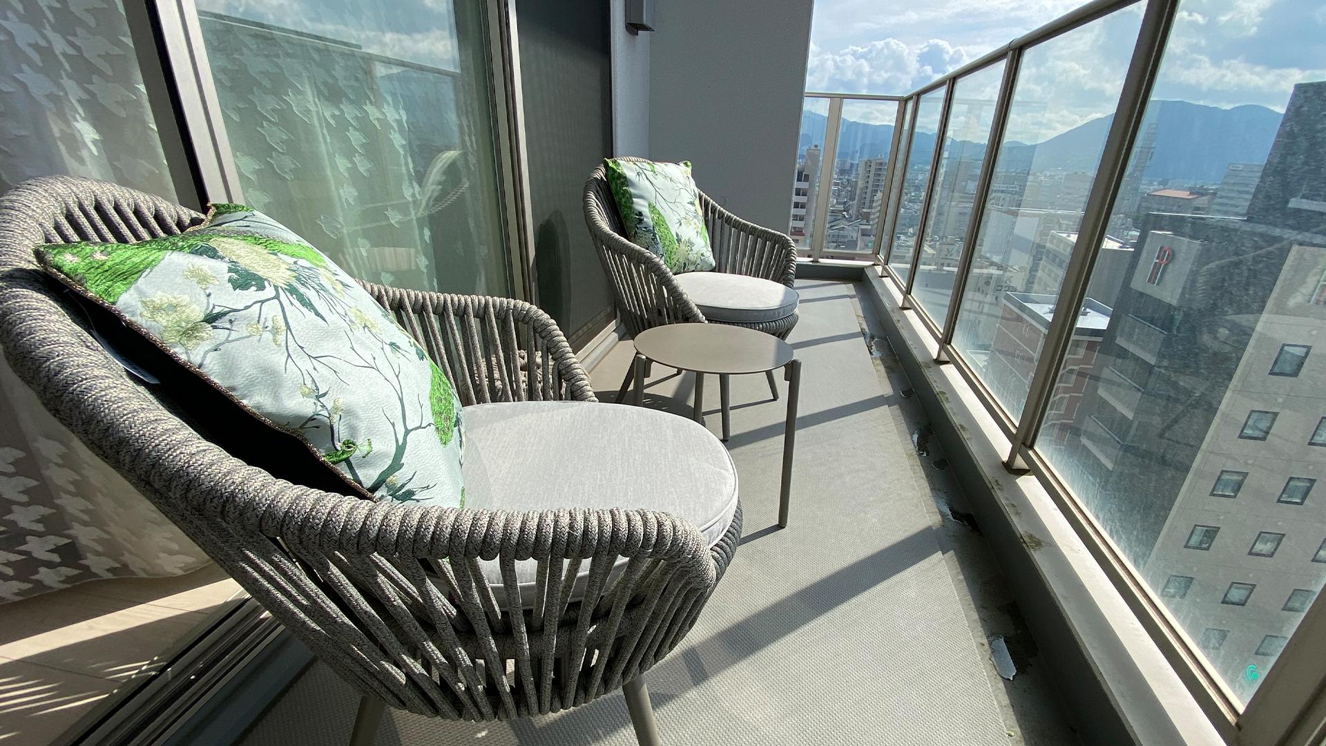 静岡県駿河区のお宅。屋外用として使用可能な椅子の画像。