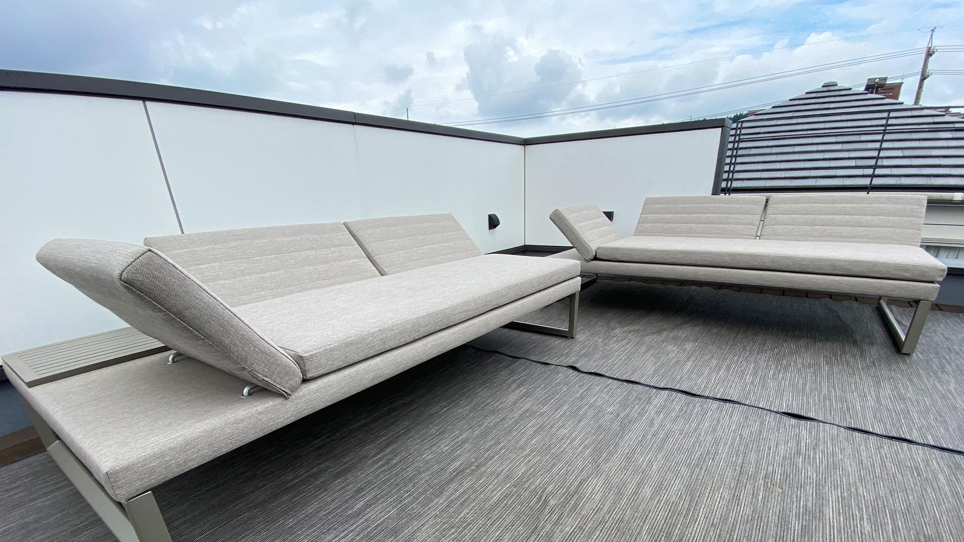 静岡県清水区のお宅。屋外用ソファのお届け。ガーデンソファ。