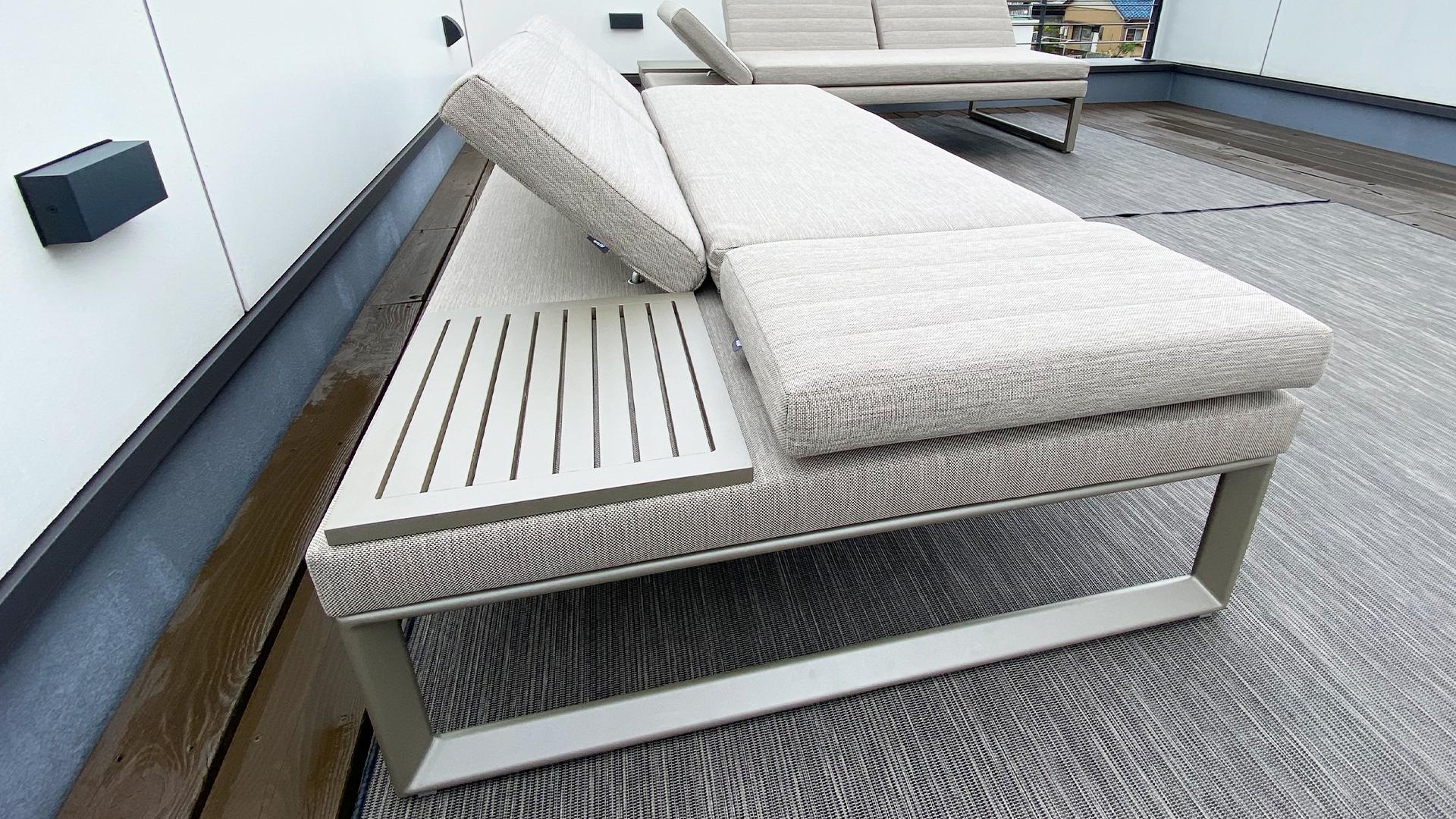 静岡県清水区のお宅。ウッドデッキに常設できる屋外用ソファ。