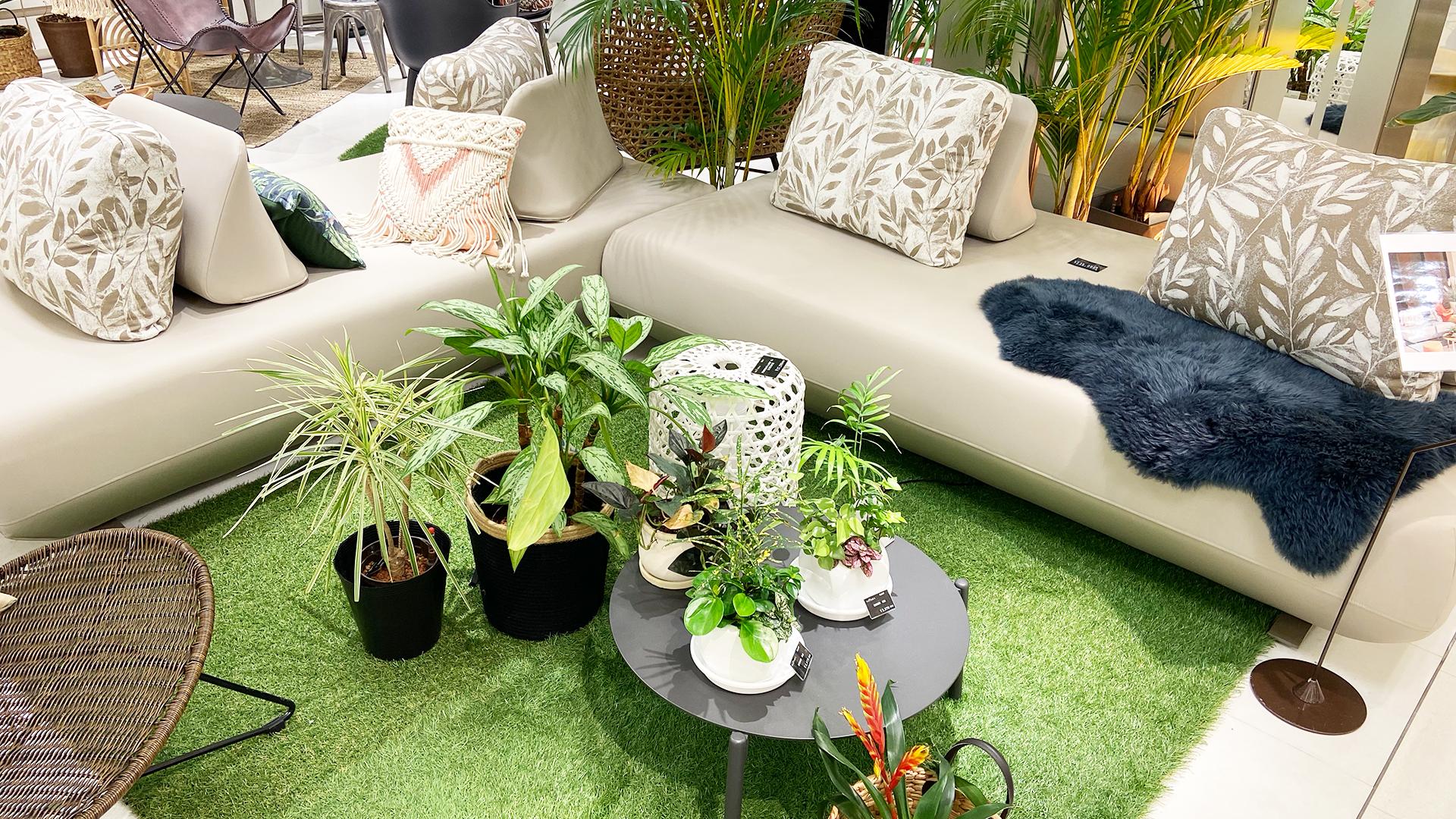屋内外で使用可能なシリコンソファ。完全防水で耐久性に優れたソファ。